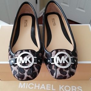 🎉(NWT) Michael Kors slip on shoes size 6🎉